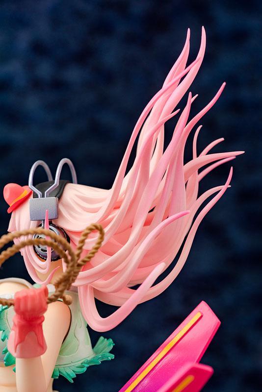 """Super Sonico """"Love Bomber!"""" 1/7 Complete Figure"""